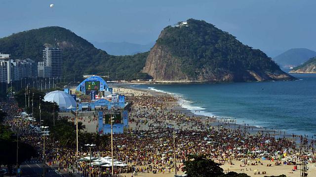 COPACABANA. Es una de las playas más conocidas y visitadas del mundo.