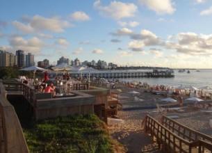 I MARANGATÚ. Los atardeceres en el club de playa conjugan la impactante vista con música, tragos y sabores supremos.