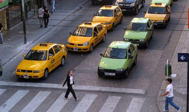 Taxis Remis Senda Peatonal