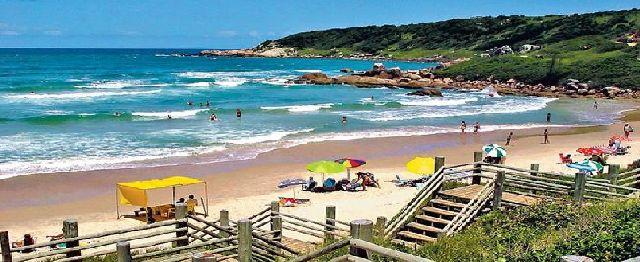 ESCENARIO. Praia do Rosa, el balneario brasileño elegido por los alumnos para su viaje de egresados.