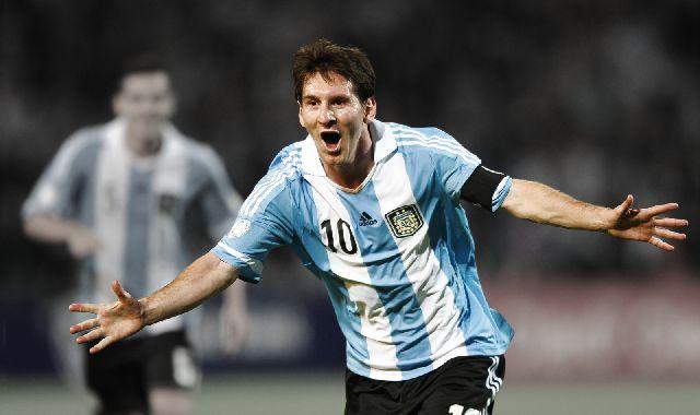 ESTRELLAS. La mayoría de los spots  apela a figuras del fútbol como Messi o Ronaldo.