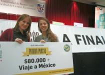 Carolina del Valle Castagna y Daniela Bernini, felices, con el premio otorgado  por el gobierno de la ciudad de Buenos Aires.