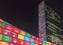 Los 17 ODS proyectados sobre el edificio de la ONU en Nueva York.