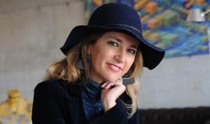 """Los sombreros de Cristina Schwander, de la UES 21, ya son su """"marca personal""""."""