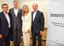 PRESENTACIÓN (de izquierda a derecha). Ministro Walter Robledo, Fran Chuán, Andrea  Novara (gerente de Innovis) y Marcelo Bechara.