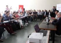 PRESENTACIÓN. Se realizó en un encuentro con jóvenes emprendedores pertenecientes a distintas facultades de la UBA.