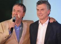 RELACIÓN. Con palabras y gestos quedó en claro el buen momento de la relación entre ambos  mandatarios. Schiaretti fue clave para destrabar los cambios en Ganancias. Macri apoya con fondos.