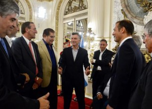 EL ACTO de ayer en Casa Rosada, con Macri, el gobernador neuquino y el ministro Aranguren.