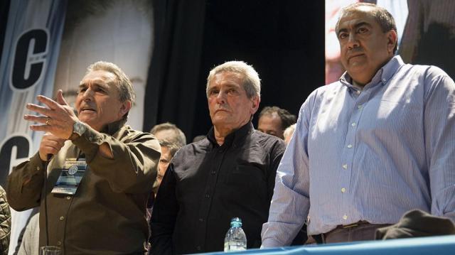 TRIUNVIRATO. Carlos Acuña, Juan Carlos Schmid y Héctor Daer explicaron las razones por las cuales anunciaron la medida de fuerza.