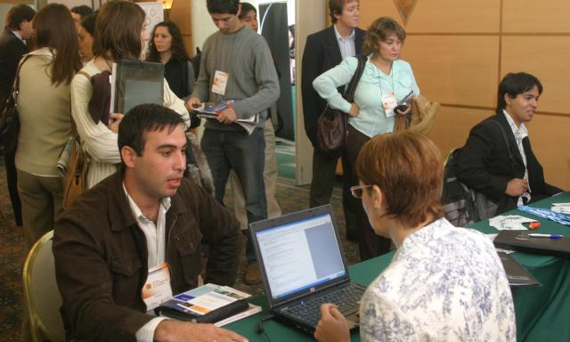 TRABAJADORES. El año pasado se quedaron sin empleo 44.465 argentinos, de acuerdo con los datos difundidos ayer por el Indec.