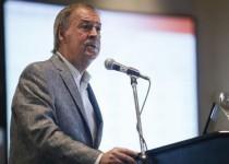 El gobernador Juan Schiaretti se desvinculó ayer del documento que emitió el Partido Justicialista (PJ) de Córdoba capital, en el que cuestionaba los despidos en el TUP