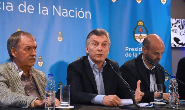 TENSIÓN. Schiaretti y Macri en rueda de prensa. La distensión del inicio dio paso a un inesperado cruce por el tema impositivo, un debate pendiente en el país.