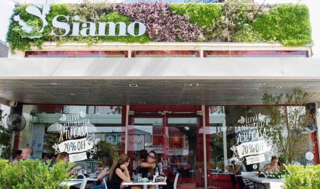 """CASO TESTIGO. El restaurante """"Siamo"""" recibió facturas de luz por $88.000, casi el triple de lo que pagaba habitualmente."""
