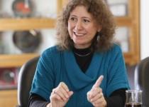 GABRIELA GONZÁLEZ. La científica grabó las clases en Córdoba. El curso cuenta con material adicional on line y posibilidad de consultas.